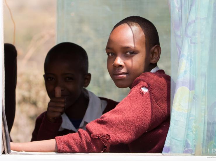 Flow : Schoolchildren - Arusha NP
